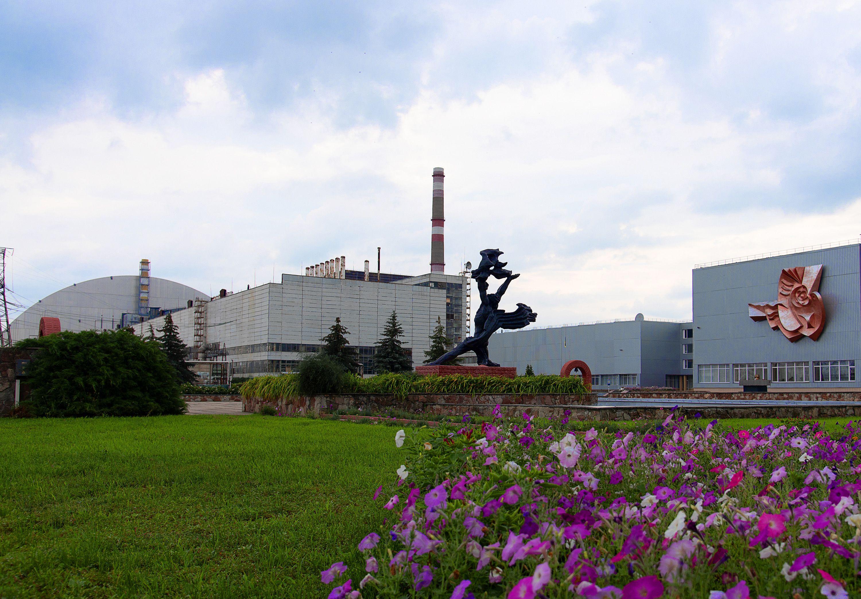 Gesamtansicht Des Atomkraftwerks Mit Der Prometheusstatue Im