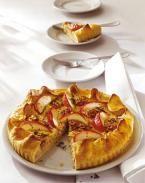 Deftige Flammkuchen, Brote und herzhafte Kuchen mit Speck, Zwiebeln, Kürbis und Weintrauben sind das Richtige für Herbstabende.