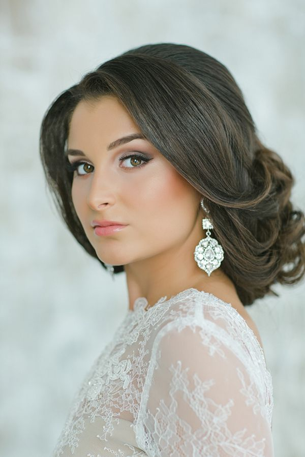 Natural Wedding Makeup with a Graceful Updo and Jeweled Earrings | Warmphoto | Exquisite Bridal Styling for a Modern Glam Wedding Day