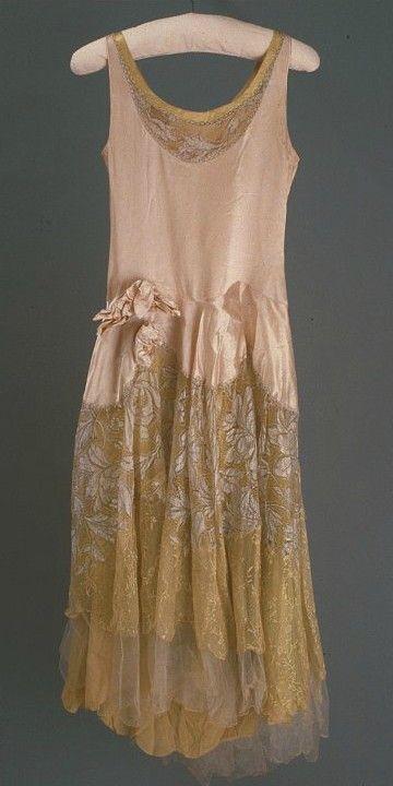 Norman Hartnell 1929 | vintage 1920s dress.