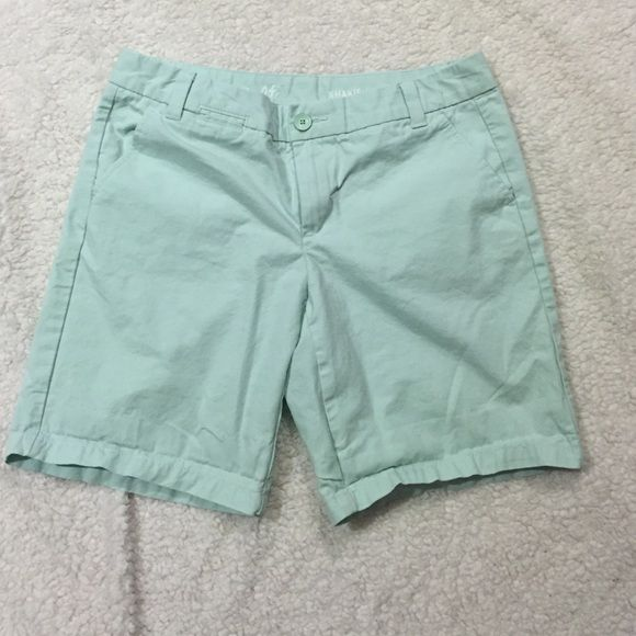 Light blue khaki shorts Only worn a couple of times. Style is called boyfriend roll up khakis. Size 4 petite. GAP Shorts