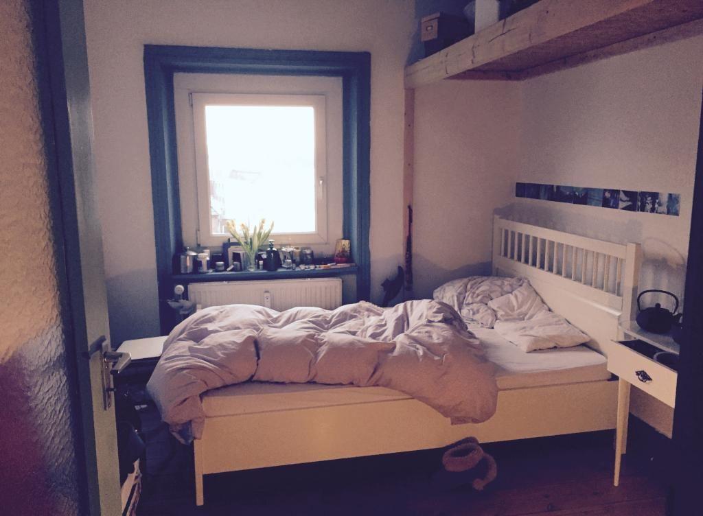Schlafzimmer Hamburg schlafzimmer mit gemütlicher und kuschliger bettdecke wohnung in