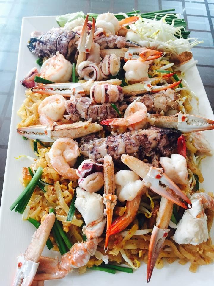 ม้าน้ำซีฟู๊ด via : Manam seafood #Yellowmenace #TookYaangThai