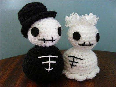 Mr & Mrs Skellie #crochet #amigurumi #skeletons