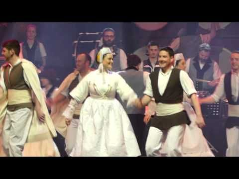 Danse bretonne : Maraîchine du Bagad de Vannes - YouTube | Bretagne