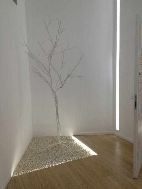Arbol en el pasillo iluminacion lineal pinterest el for Papel para techos exteriores