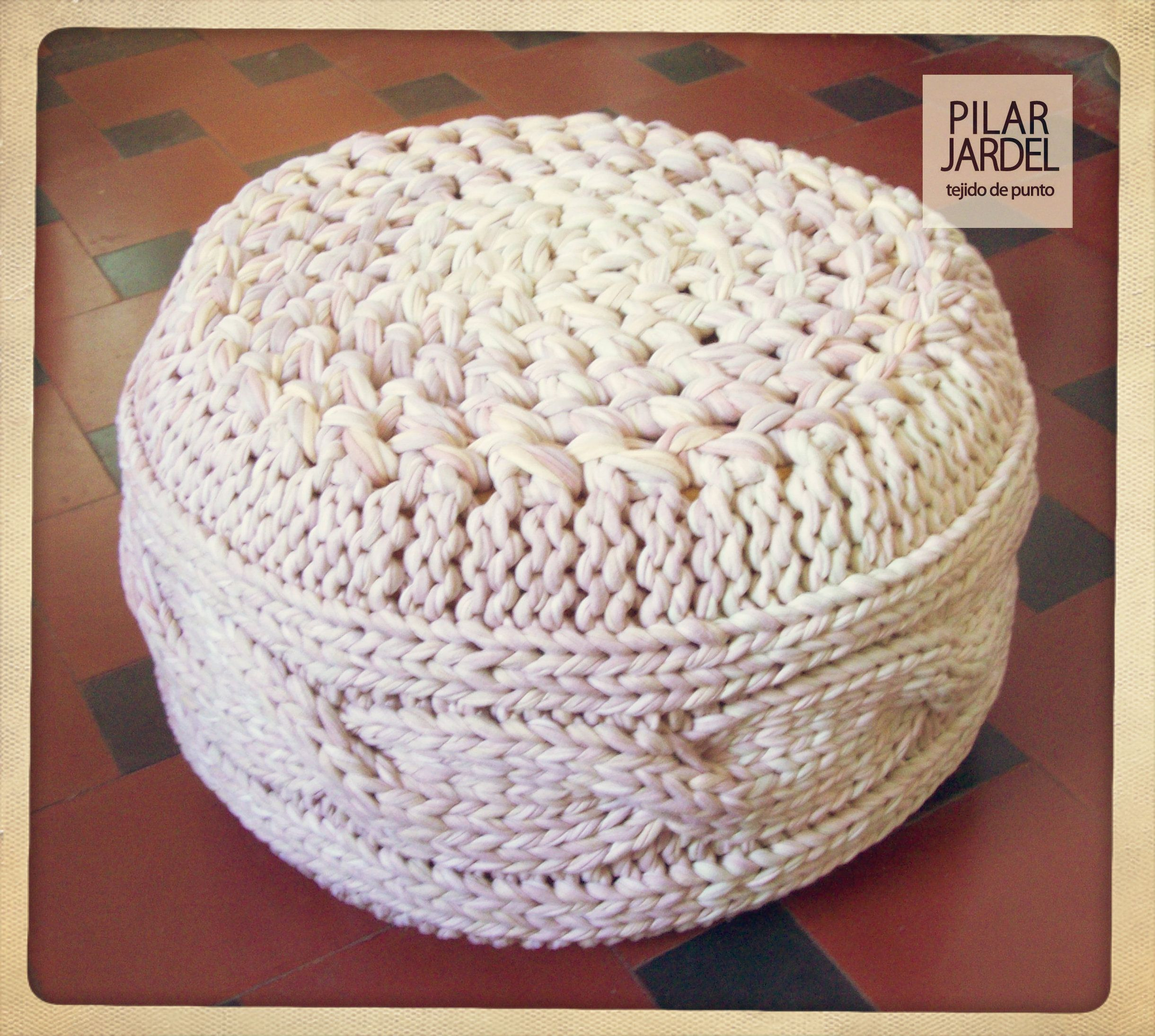 puff tejido a dos agujas y a crochet a pedido 60cm diam 25cm alto completamente realizado con materiales recuperados colores teñidos especialmente