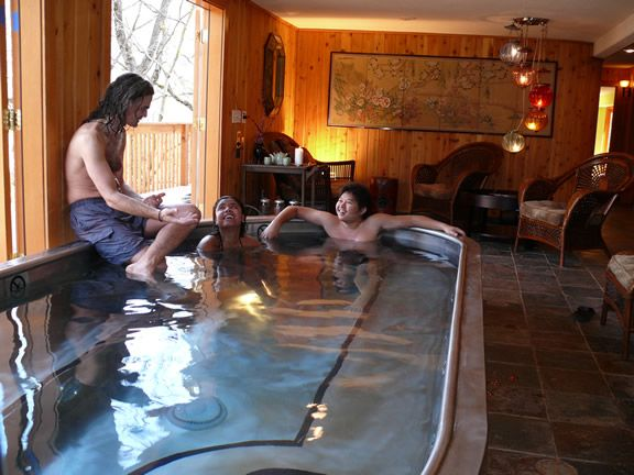 Yosemite Bug Rustic Mountain Resort Spring Fed Hot Tub Is Kept Bacteria Free Without The Use Of Harsh Chemicals Hyd Resort Cabins Mountain Resort Yosemite