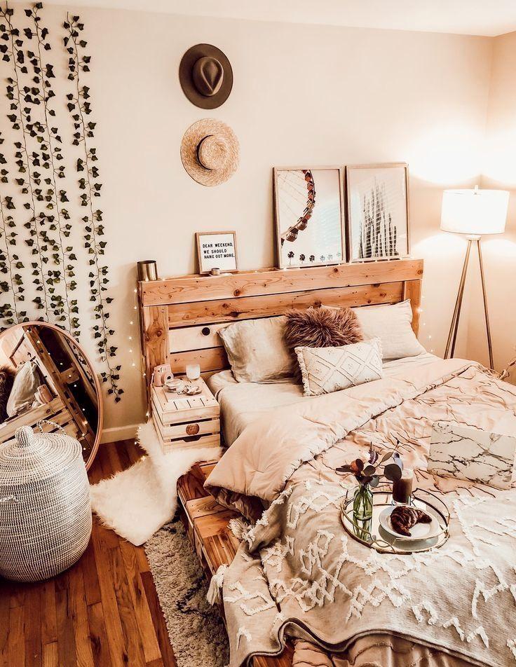 The Queen Pallet Bed