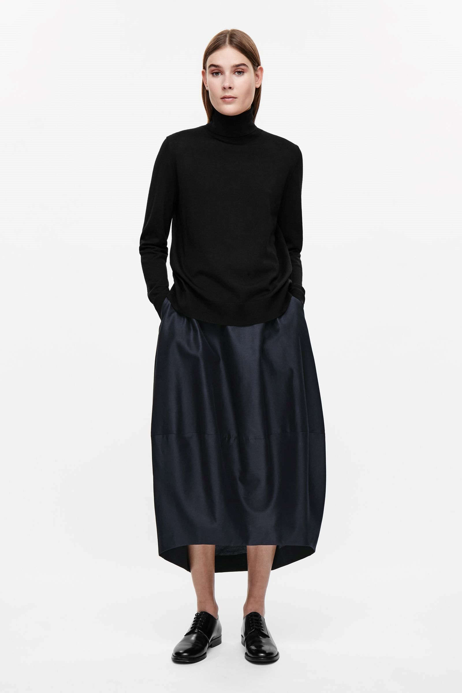 743797682 This rounded cocoon skirt is made from a blend of silk and cotton with a  fine striped texture. Designed to sit on the waist, it has two in-seam  pockets, ...