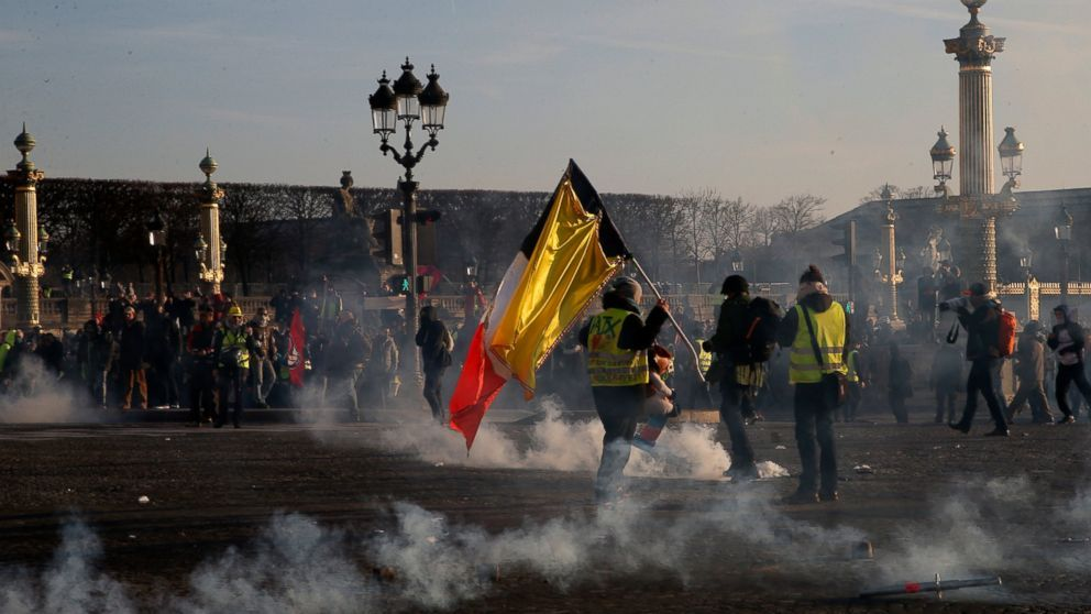 France S Yellow Vest Protesters Join Union March A First Paris City Yellow Vest The Washington Times
