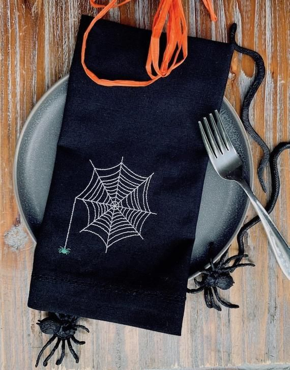 Halloween Spider Cloth Napkins - Halloween Napkins, Halloween Cloth Napkins, Halloween Decorations, spider web napkins, spooky #clothnapkins