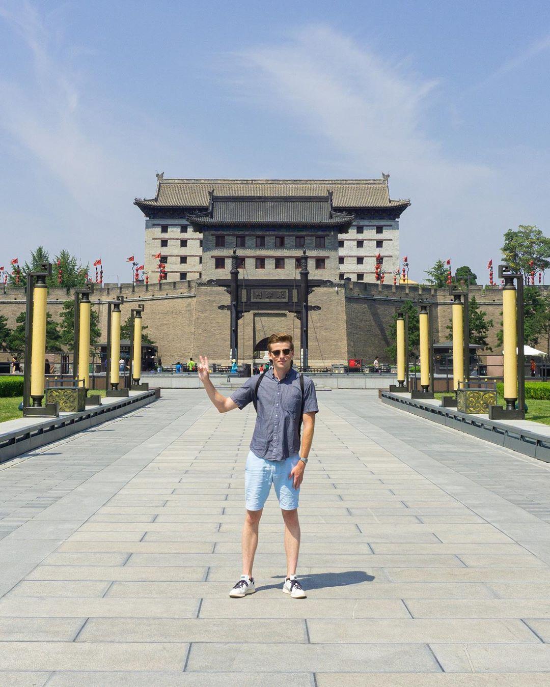 One of the ancient gates of Xi'an • • • • #travel #travelgram #china #china🇨🇳 #xian #instatravel #igtravel #instamood #summer #castle #citylife #city #photooftheday #photography #fbf #adventure #sony #sonyalpha #sonya6000 #tbt #nofilter #中国 #西安 #旅行 #インスタ映え #写真 #ファインダー越しの私の世界 #写真好きな人と繋がりたい
