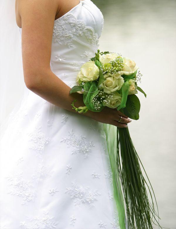 lngliche Form  Brautstrauss in grn und wei
