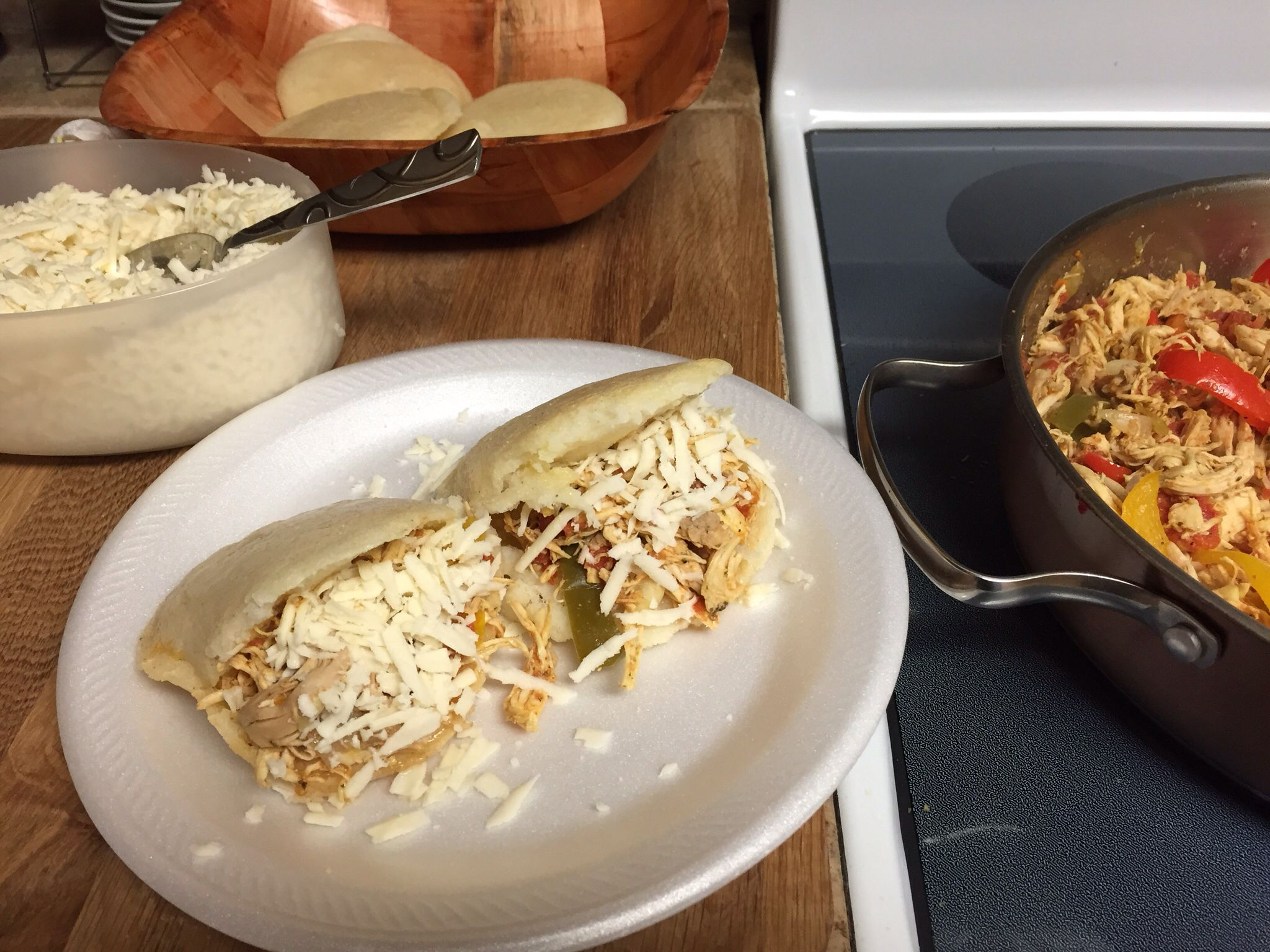 Arepas with venezuelan shredded chicken with white spanish shredded arepas with venezuelan shredded chicken with white spanish shredded cheese best food recipesshredded chicken recipesspanishspanish languagespain forumfinder Image collections