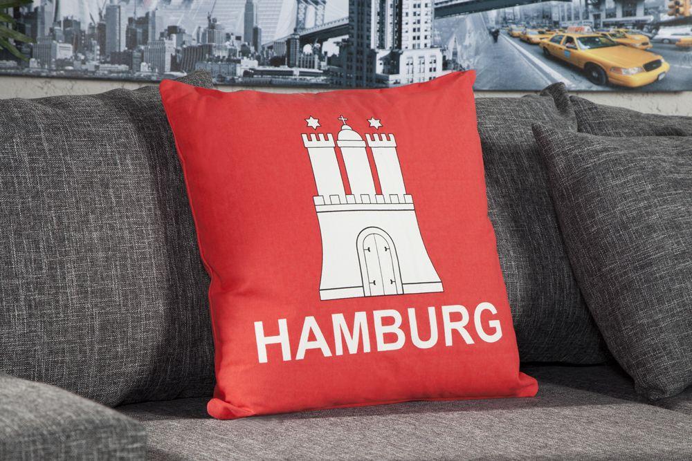 """Das Kissen """"HAMBURG"""" präsentiert mit dekorativen Effekt"""