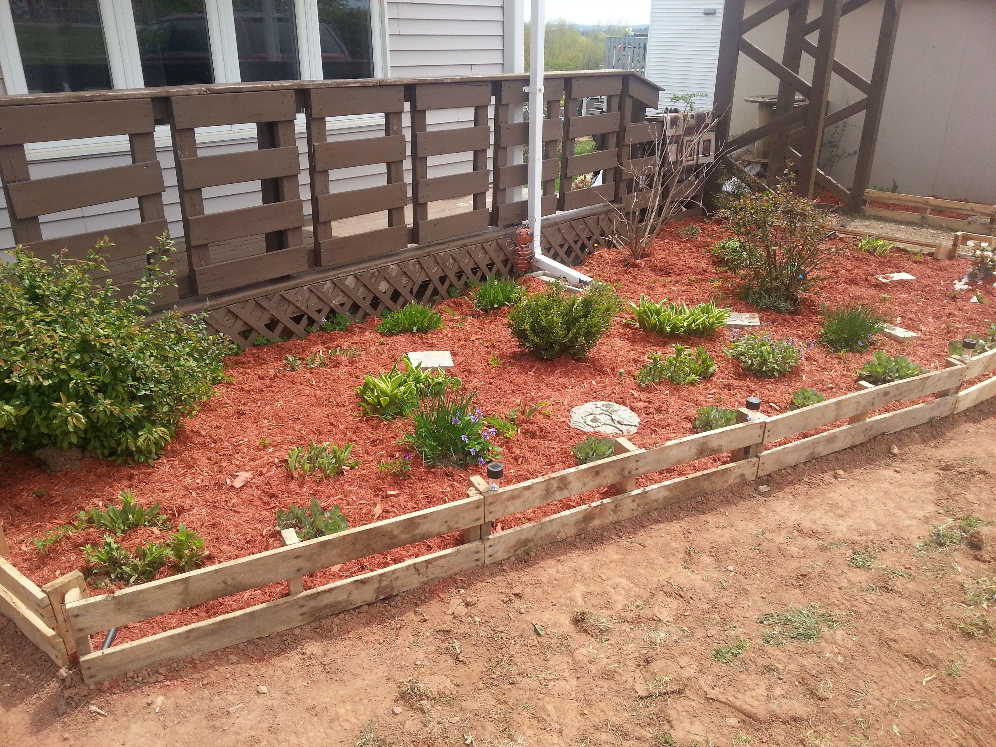 Pallet Garden Edge | Diy garden bed, Garden edging, Pallets garden