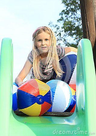 0aa99a4a042c86 Meisje Met Het Opblazen Van Ballen Op Dia - Downloaden van meer dan 41  Miljoen hoge