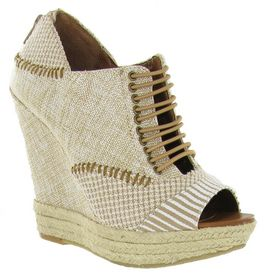 Chinese Laundry wedges. #love these