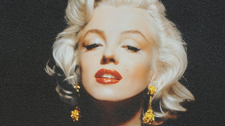 Marilyn Monroe....MARILYN MONROE In 1962, the world mourned Marilyn Monroe after her apparent suicide. Since Monroe's passing, however, many have suspected foul play, with several conspiracy theories having been formulated to provide an alternative explanation for her death. Why, for example, had there been no trace evidence of pills in her stomach? Why was there no cup or drinking glass in the room? It's an open secret that Monroe was romantically involved with both John F. Kennedy and…