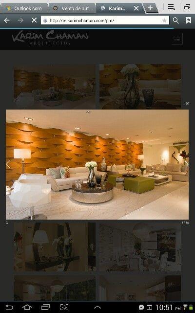 Sala con enchape en pared