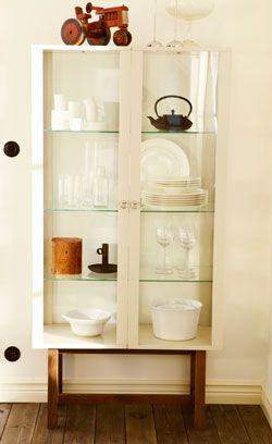 stockholm schrank mit glast ren in beige mit beinen aus massiver esche ikea stockholm. Black Bedroom Furniture Sets. Home Design Ideas