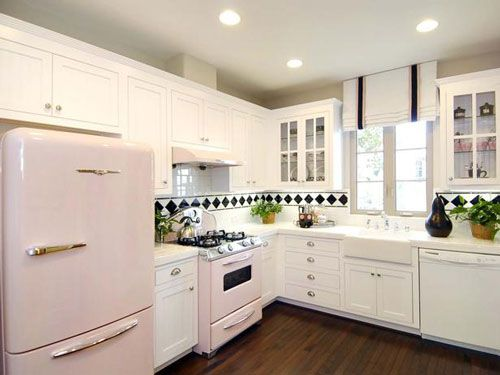 L Shaped Kitchens Layout Are One Of Those Standard Kitchen Layouts. They  Are One Of The Most Popular And Versatile Kitchen Layouts.
