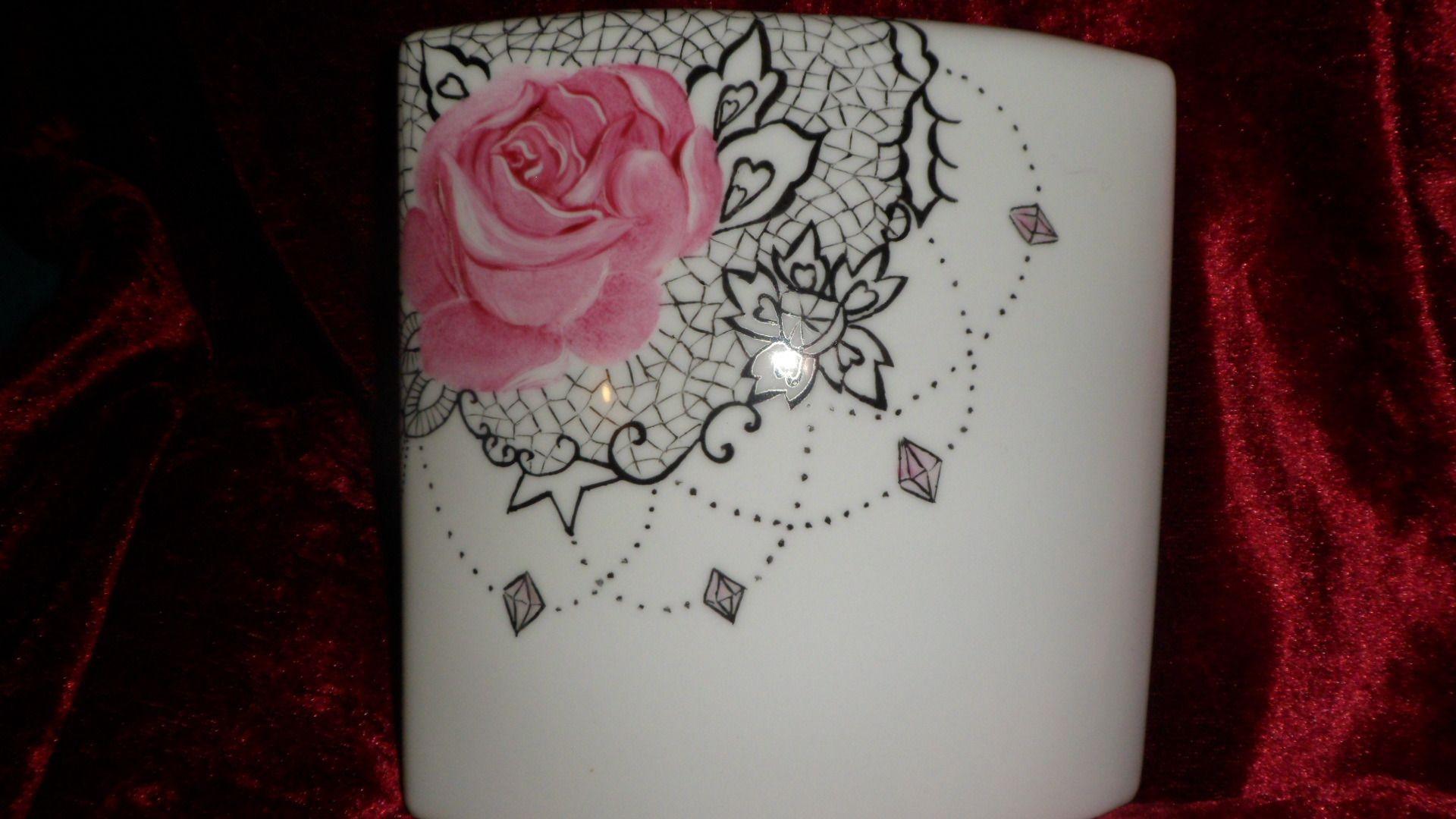 Comment Peindre De La Dentelle vase ovale plat motif rose et dentelle | motifs roses