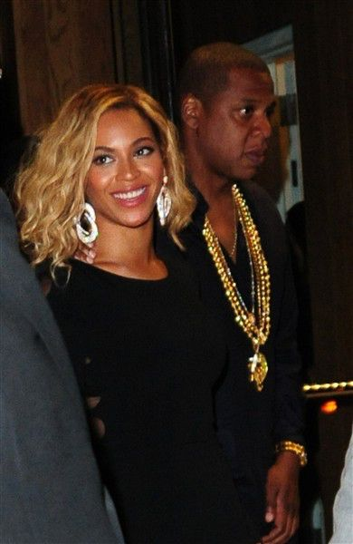 Beyonce Changes Hair Yet Again Parties With Jay Z After Skipping