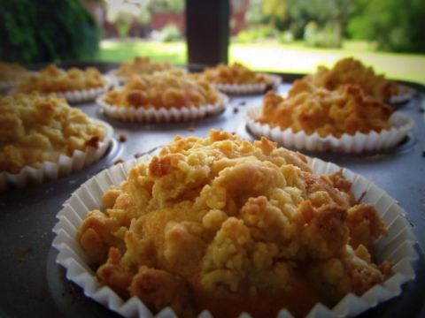 Peach and Almond Streusel Cupcakes