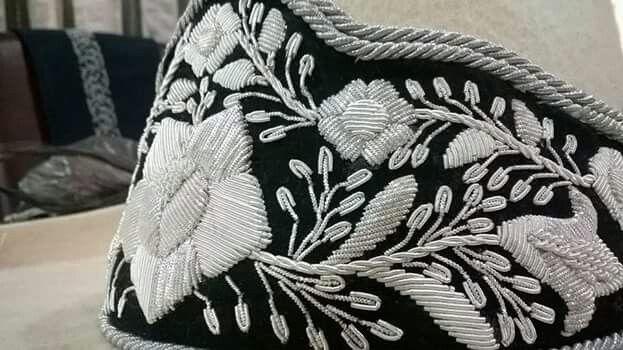 Sombrero bordado en hilo de plata  6d94c499cdd