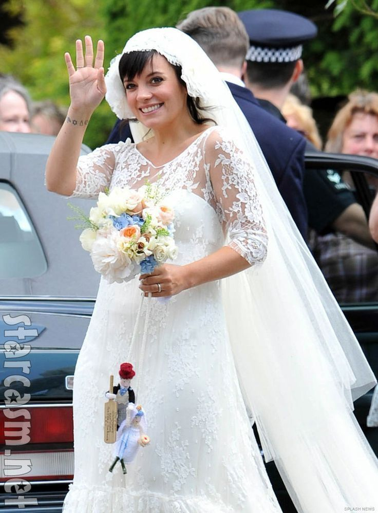 Lily Allen is such an adorable bride. I love her bouquet