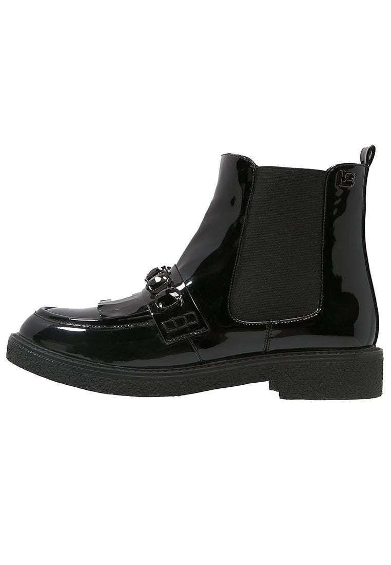 Chelsea boot neri dalla collezione di scarpe Laura Biagiotti autunno  inverno 2016 2017. 0035d4640dc
