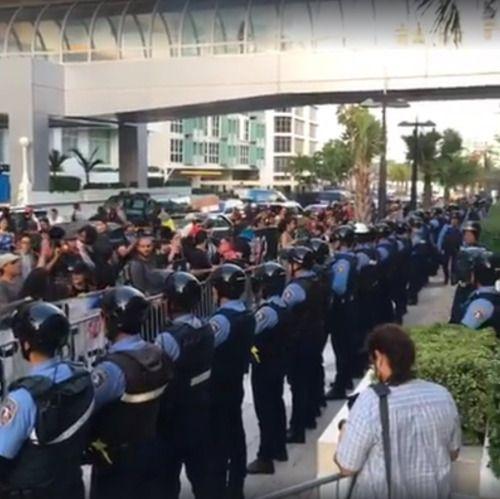 [EN VIVO] Manifestación frente al Condado Plaza contra...