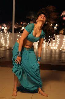 Tamannaah Bhatia Latest Saree Navel Extreme Stills from F2 Movie (Part-2) - RitzyStar