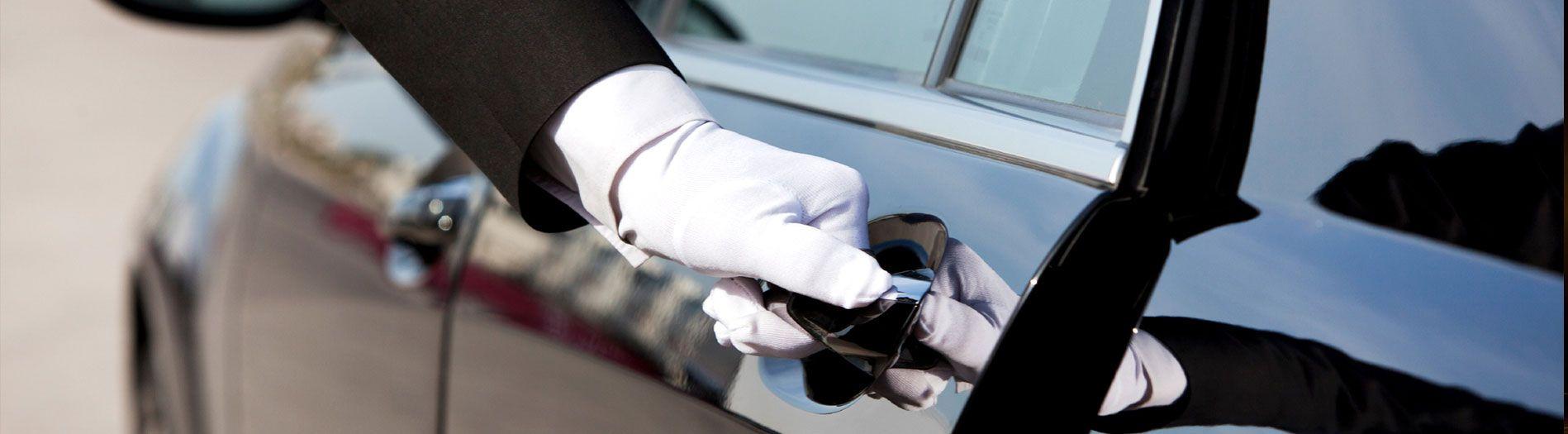 Book Luxury Chauffeur Driven Cars Ktc India Pvt Ltd Chauffeur Service Car Rental Service Limo Rental