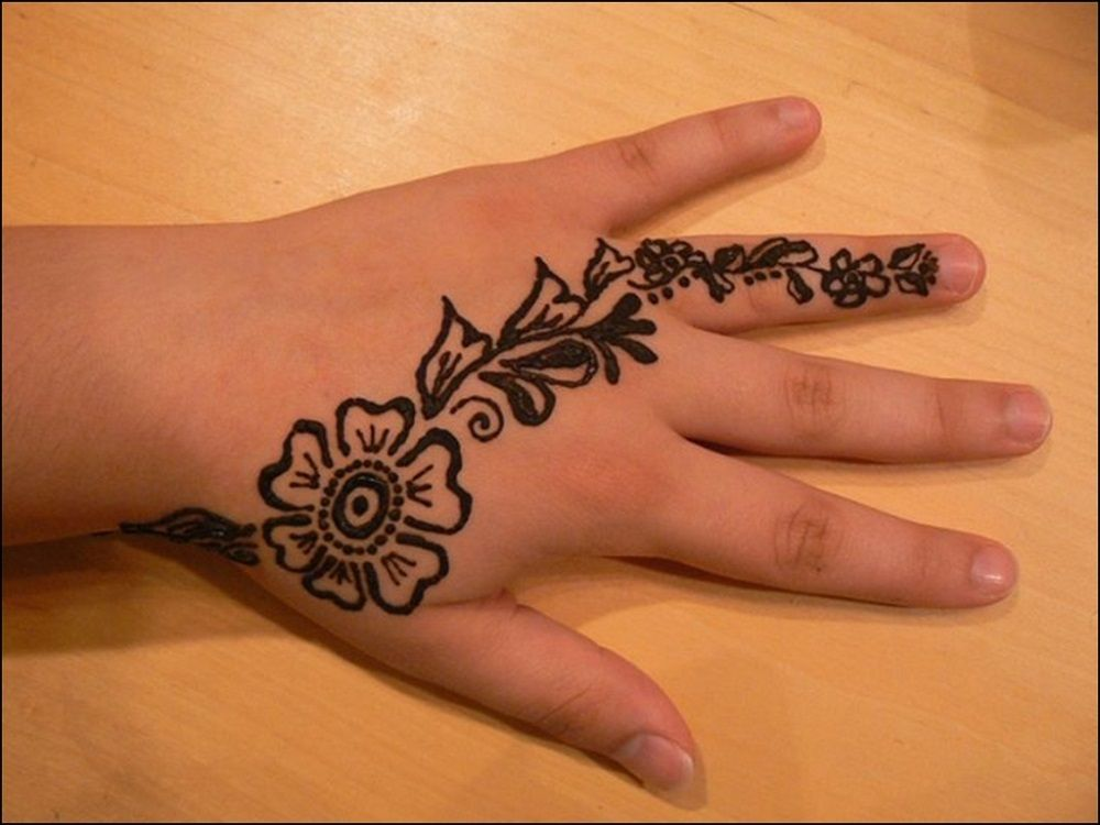 Simple Mehandi Designs For Kids Back Hand