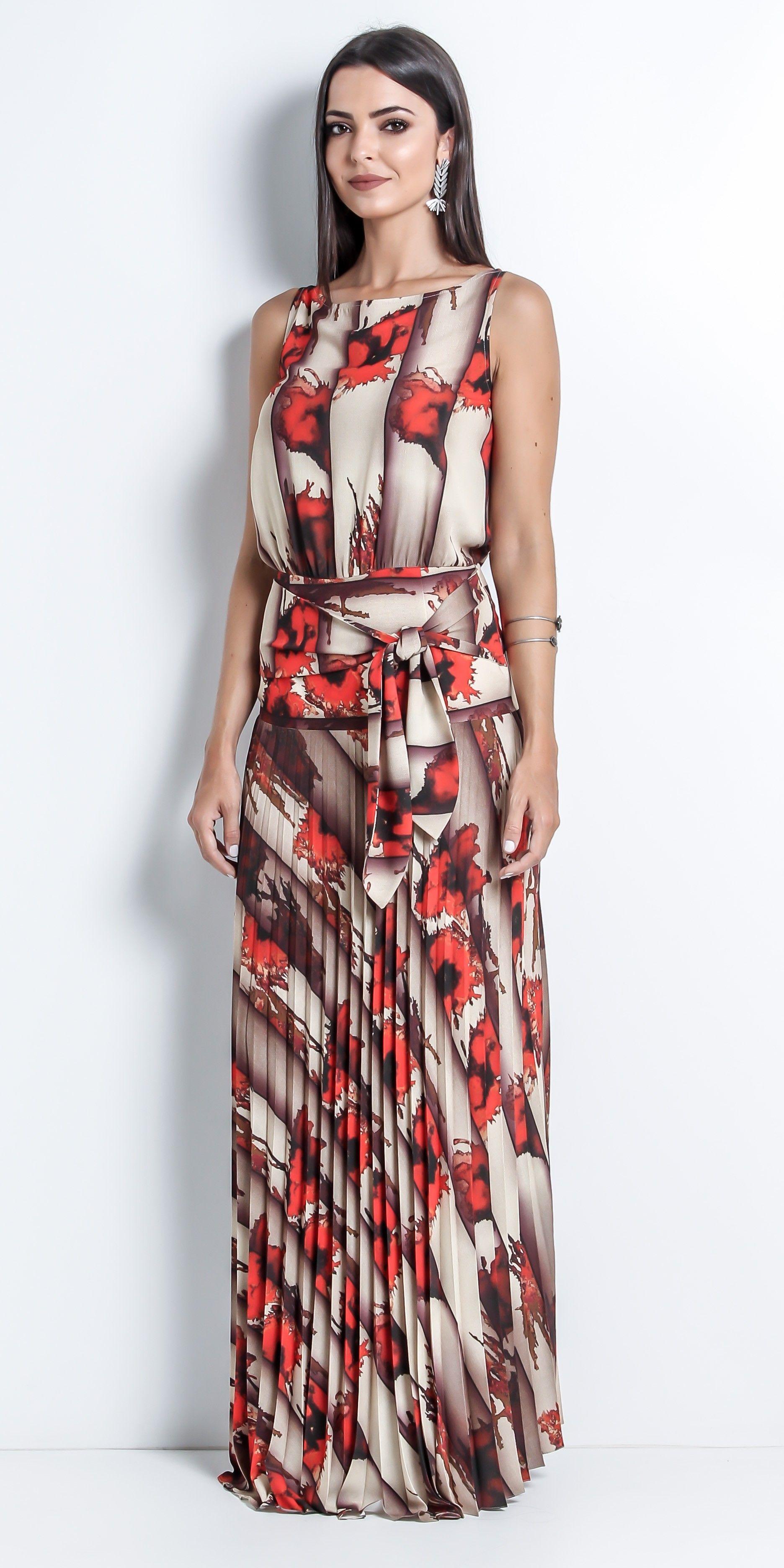 7e2314423 Vestido longo cavado com saia plissada em tecido aspecto seda creponada e  pala alfaiataria estampados.
