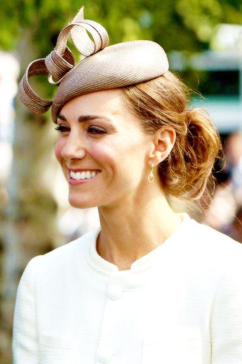 Duchess of Cambridge #katemiddleton   Wedding hats for guests, Wedding guest fascinators ...