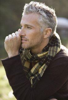 検索(画像)で「ヘアスタイル男 50代 白髪」を