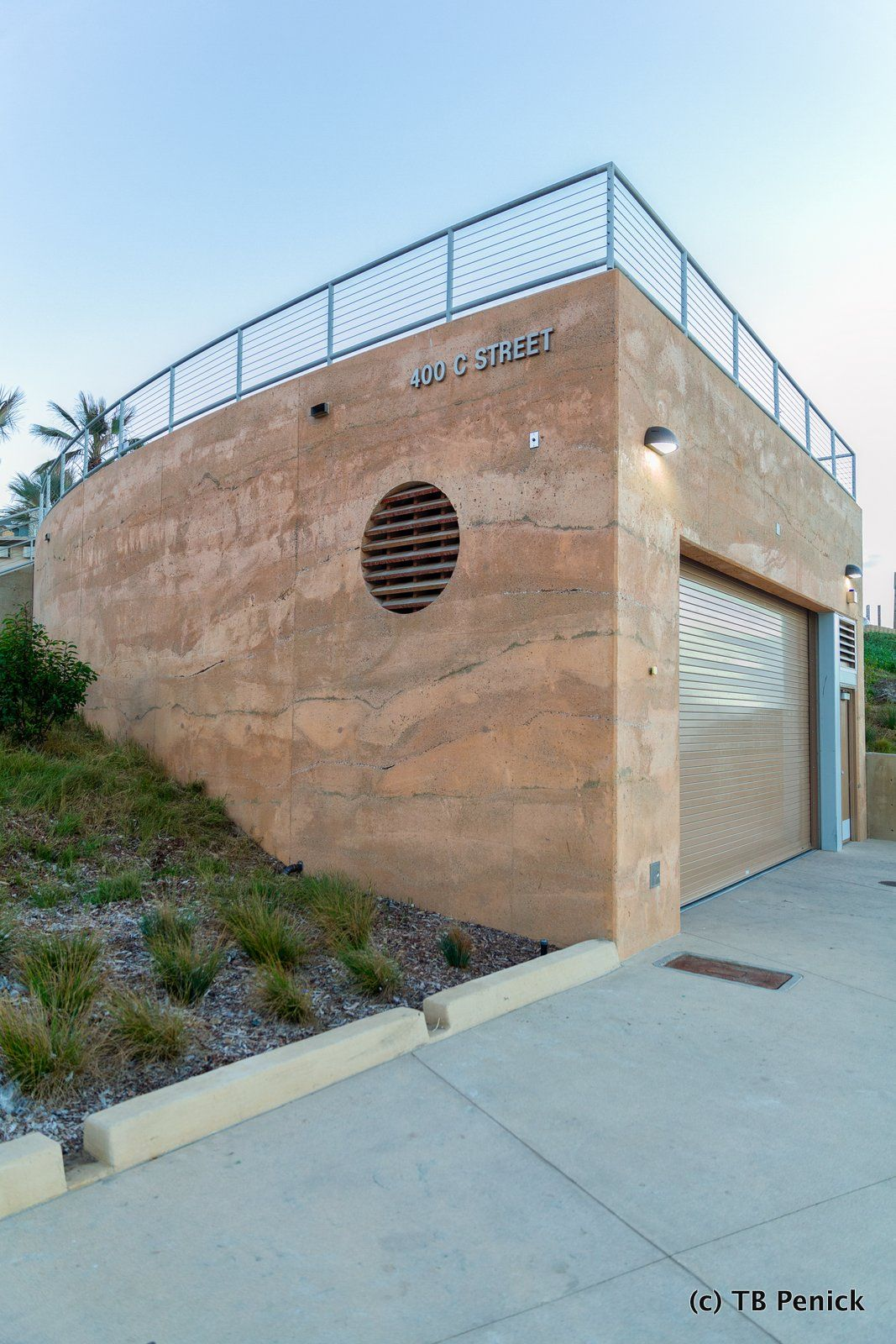 Decorative Concrete Sedimentary Walls Installed By Dcc Member Tb Penick At Moonlight Beach In California Concrete Decor Exterior Decorative Concrete