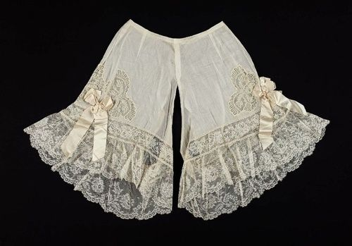sidknee23:  BLOOMERS!!!oorequiemoo: Pair of drawers French, About 1900 France