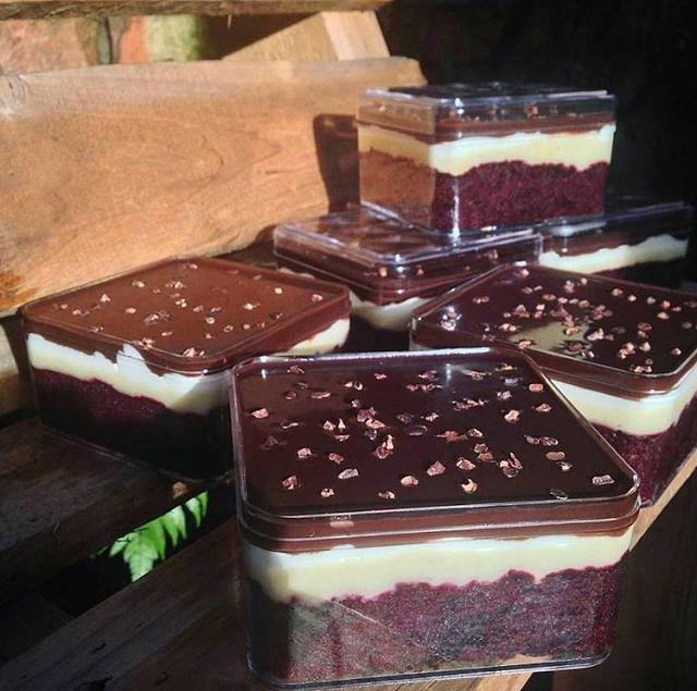 Resep Dan Cara Membuat Durian Cake With Chocolate Sauce Makanan Manis Makanan Makanan Penutup