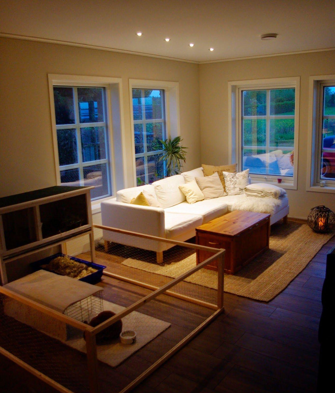 Schwedenhaus Bernd bietet viel Platz für das Ausleben der skandinavischen Wohnkultur. Selbst ein Freilauf für das Hauskaninchen konnte im Wohnzimmer aufgestellt werden ;-). Baubüro Süd der Akost gmbH: www.bau-dein-schwedenhaus.de