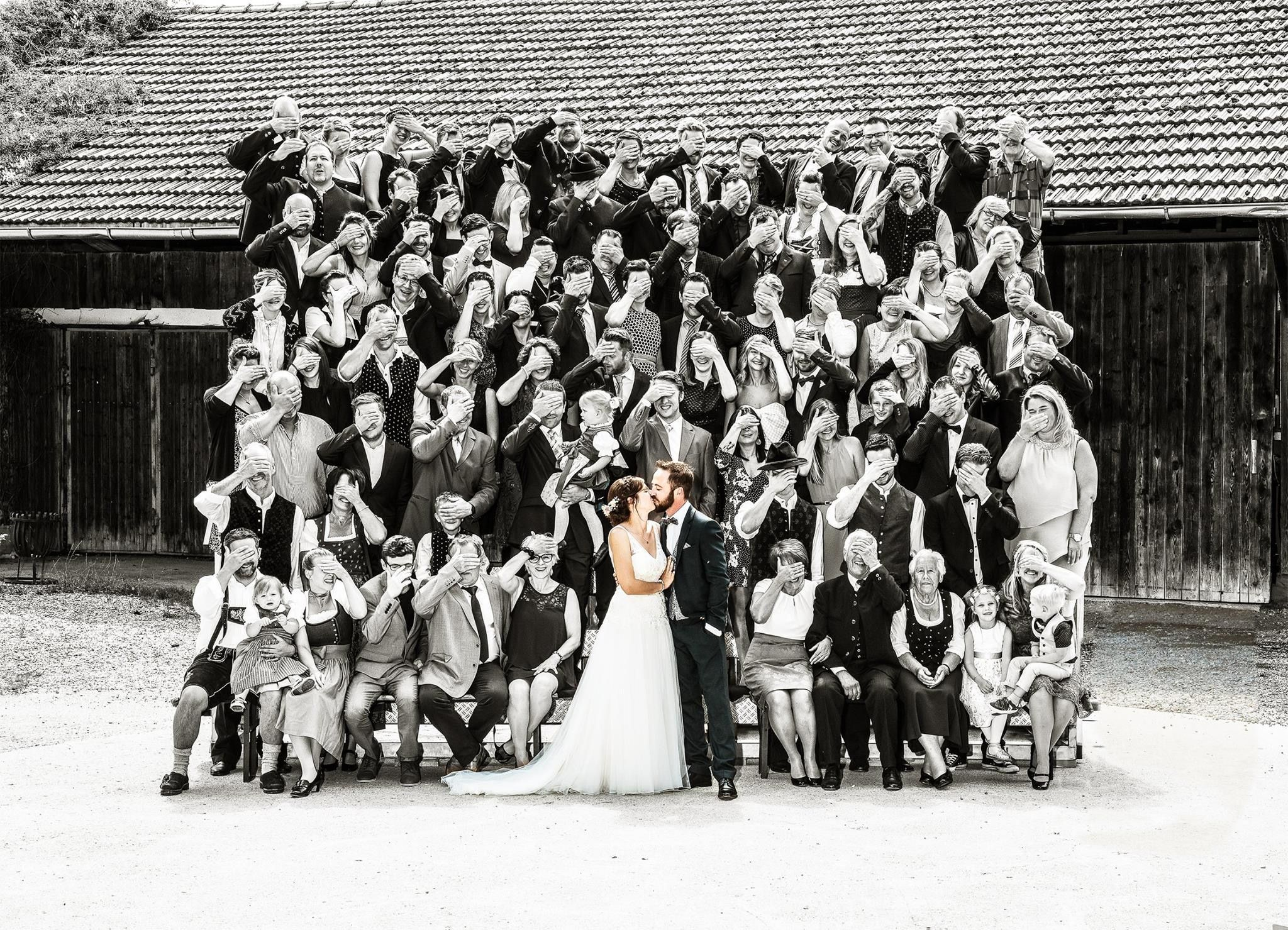 Gruppenbuidl Hochzeitsgruppenfoto Mal Anders Gruppenfoto Fotografie Fotos