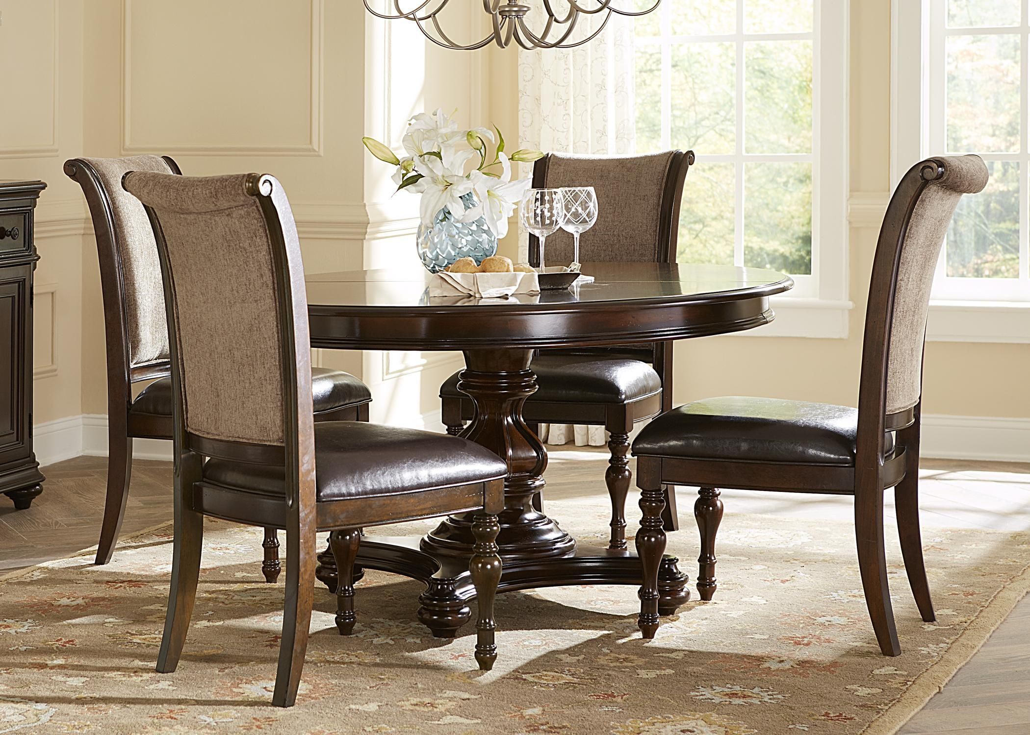 Merveilleux Formal Oval Dining Table Set