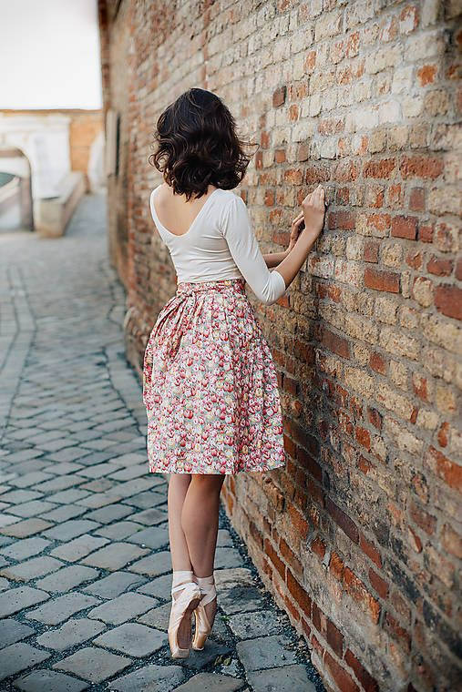 REPARADA / Něžná zavinovací sukně s tulipány