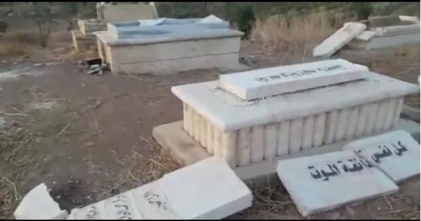 ينبش قبر ابنته ويسرق رفاتها لسبب غريب واقعة صادمة في دولة عربية Pallet Coffee Table Takeout Container Coffee Table