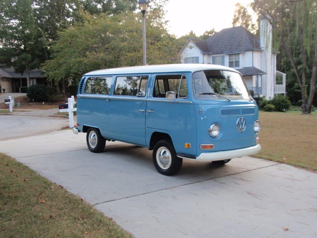Pin By Kenda Davis The Sequel On Niagara Falls Blue Vw Bus T2 Vw Kombi Van Volkswagen Bus