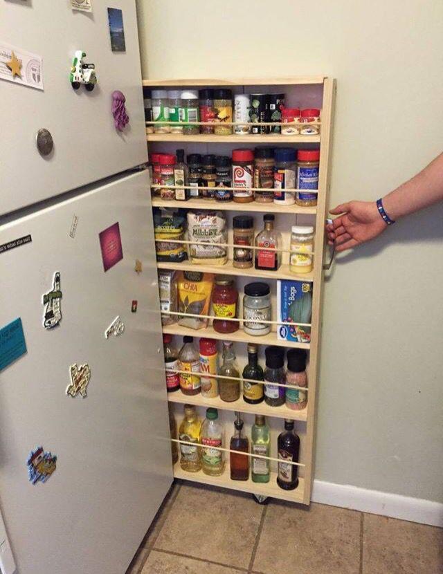 Nischenregal, mit IKEA Bäkvam-Gewürzregalen, selbst gebaut #IKEA - kleine küche optimal nutzen